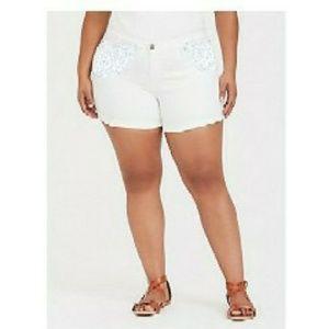 🍂White Lace Aplique Jean Shorts